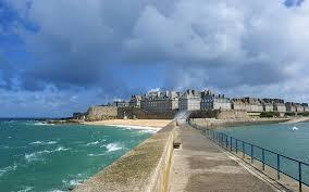 Où réserver ses vacances en bord de mer à Saint Malo?