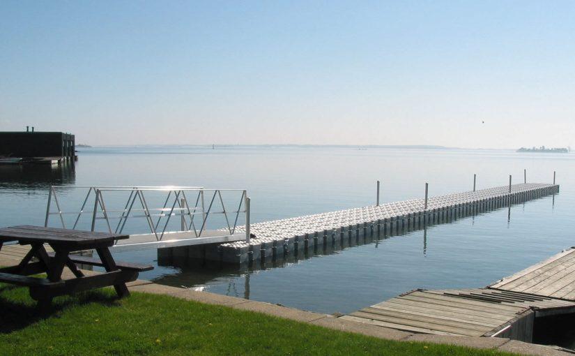 Vous vivez au bord d'un lac ? Découvrez les pontons flottants !