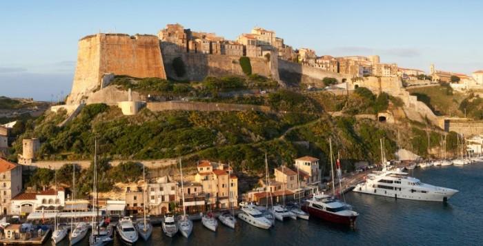 Quels sont les meilleurs ports où jeter l'ancre en Corse du Nord ?