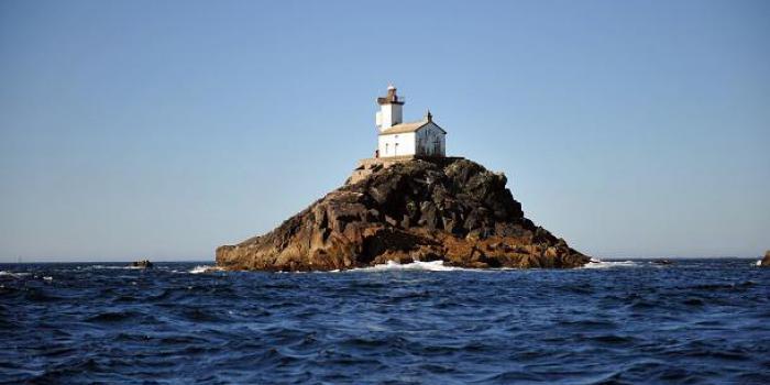 Bretagne: on vous raconte l'histoire du phare maudit de Tévennec